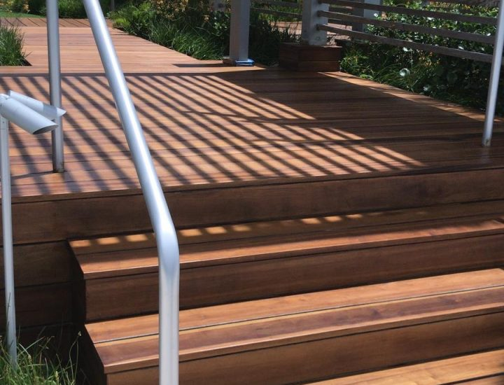 Ipe hardwood deck with ipe steps
